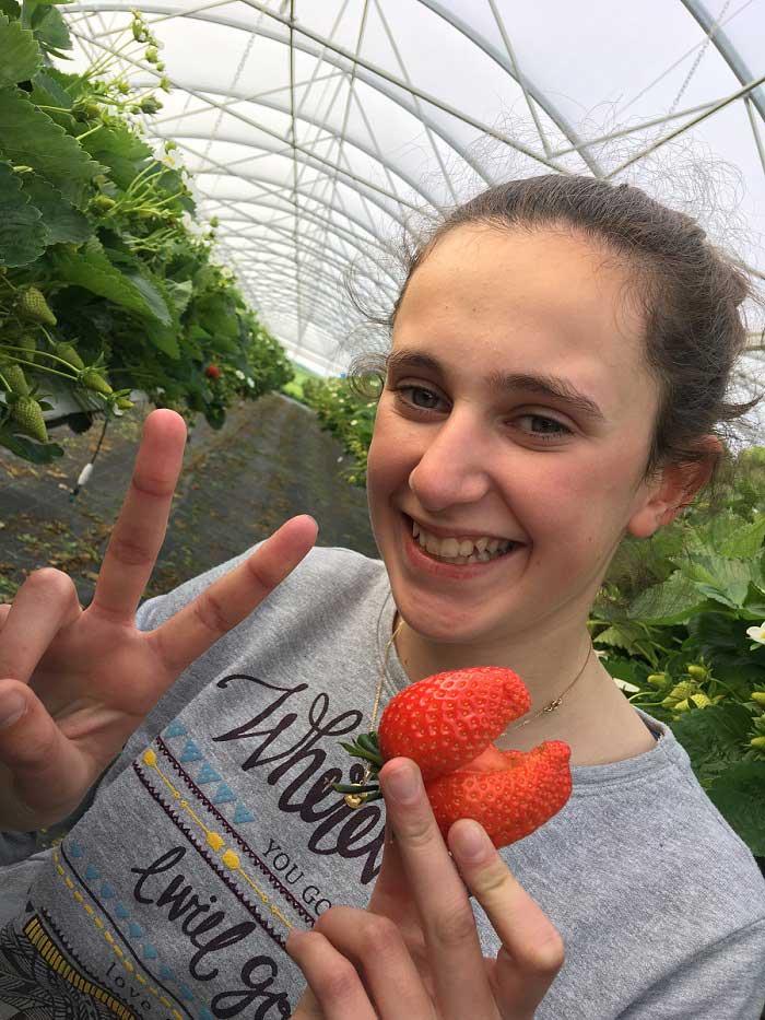 Fille fraise